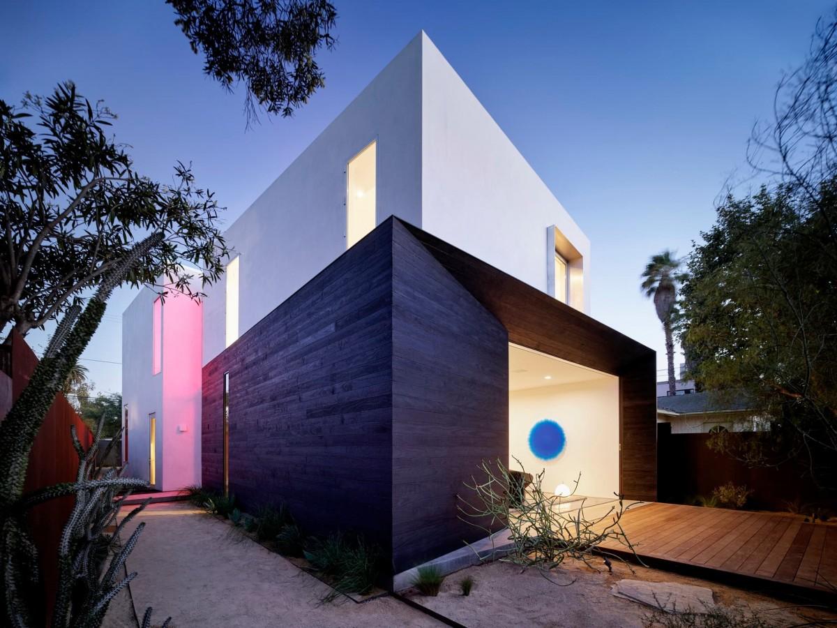 Spectral Bridge House